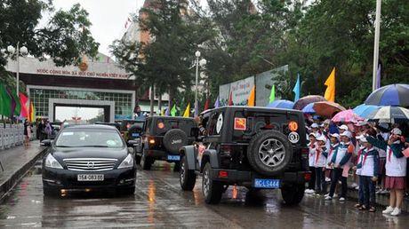 Khai truong xe du lich tu lai qua cua khau Mong Cai - Anh 1