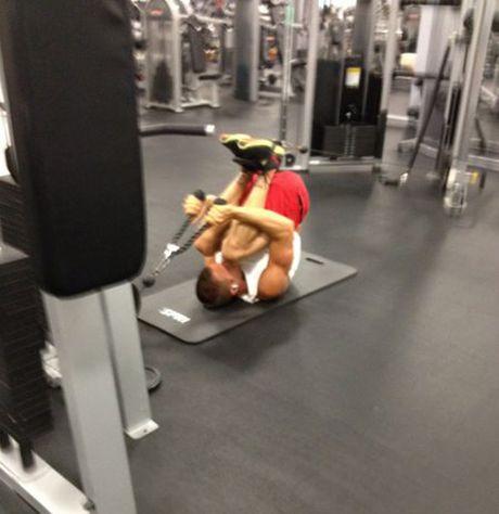 Nhung tinh huong 'eo le' trong phong tap gym - Anh 11