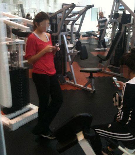 Nhung tinh huong 'eo le' trong phong tap gym - Anh 14