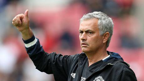 Diem tin sang 09/11: Mourinho lai trung phat hoc tro, Ramos hay nhat the gioi, Sanchez chan thuong - Anh 1