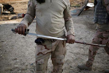 Nhung thu phien quan IS bo lai khi thao chay - Anh 3