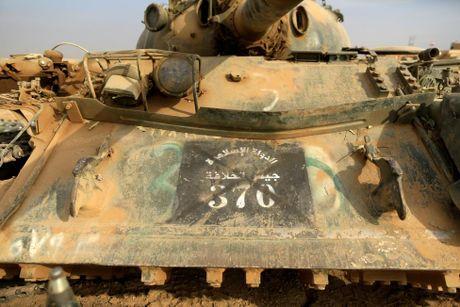Nhung thu phien quan IS bo lai khi thao chay - Anh 4
