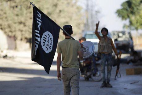 Nhung thu phien quan IS bo lai khi thao chay - Anh 9