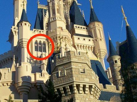 Ben trong khach san co be Lo Lem o Disneyword - Anh 1
