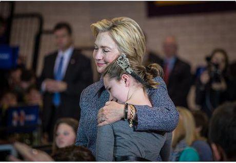 Nguoi ung ho ba Hillary Clinton da khoc - Anh 2