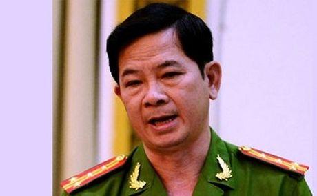 Vu quan Xin Chao: Nguyen Truong Cong an huyen Binh Chanh bi cat chuc vu Dang - Anh 1