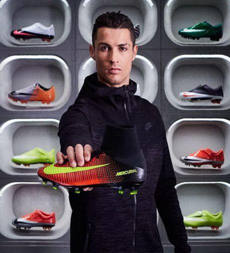 Nike ky hop dong tai tro tron doi 1 ti bang voi Ronaldo - Anh 3