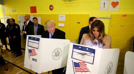 Bau cu My: Bi hai chuyen nha Trump di bo phieu - Anh 1