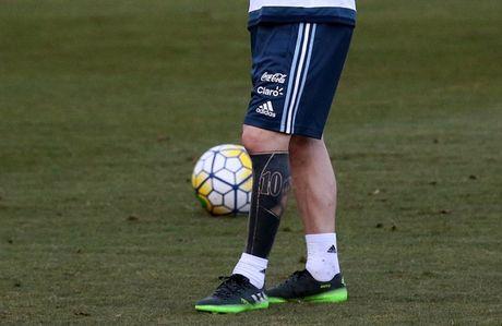 "Messi khoe hinh xam ""di"" truoc tran gap Brazil - Anh 3"