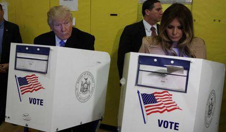 Ung cu vien Trump di bo phieu tai New York - Anh 1