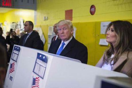 Ong Trump kien ket qua bau cu, tong tuyen cu My doi mat thach thuc - Anh 1