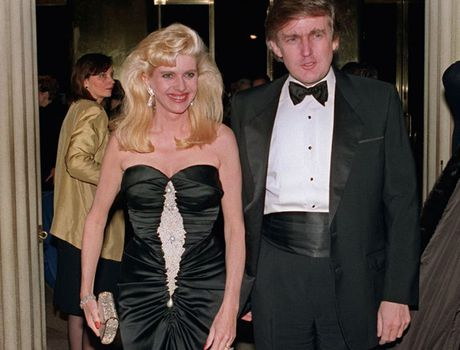 Tan tong thong My Donald Trump duoc ca 3 vo nguong mo - Anh 2