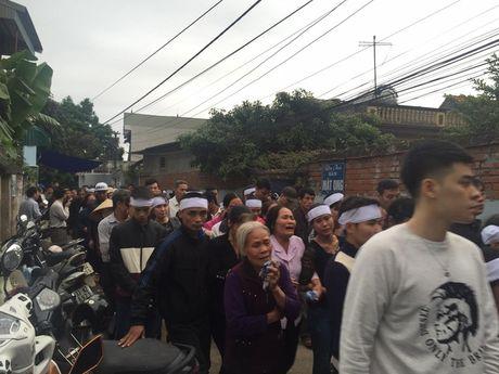 Dam tang buon cua Dat Co - chang trai 'ban sao Tuan Hung' trong ngay mien Bac tro ret - Anh 2