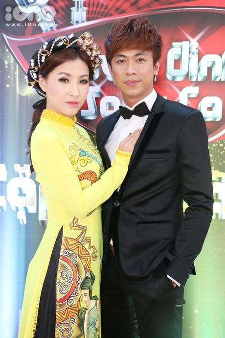 Ho Viet Trung suong ron khi lan dau hat voi chu nhan 'Vong co teen' - Anh 1