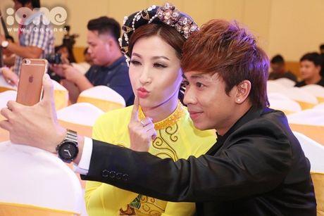 Ho Viet Trung suong ron khi lan dau hat voi chu nhan 'Vong co teen' - Anh 2