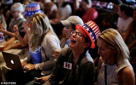 Nguoi ung ho khoc cuoi cung Trump va Clinton - Anh 8