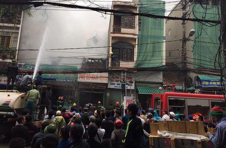 Quang Ninh: Cua hang ban thuc pham sach bi lua thieu rui - Anh 2