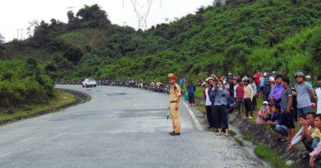 Hien truong vu xe khach lao xuong vuc khien 2 nguoi chet o Quang Nam - Anh 3