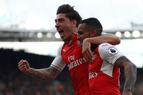 "Arsenal ""troi chan"" SAO tre, om mong vo dich - Anh 1"