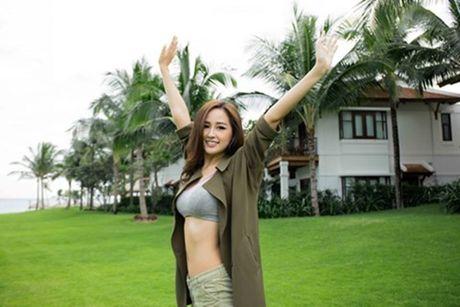 Mai Phuong Thuy dien bikini, khoe than nong bong sau khi lo vong eo ngan mo - Anh 4