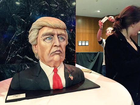 Ong Donald Trump an mung chien thang o dau? - Anh 3