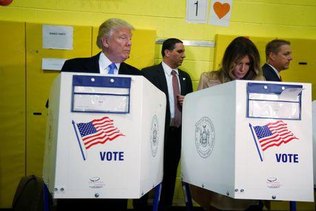 Ong Trum bi la o, ba Hillary duoc chao don khi di bau - Anh 13
