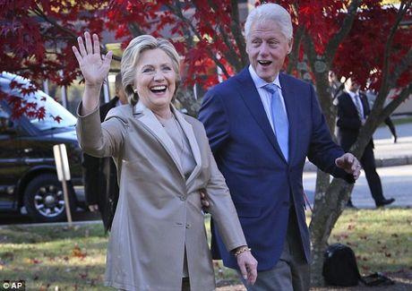 Ong Trum bi la o, ba Hillary duoc chao don khi di bau - Anh 2