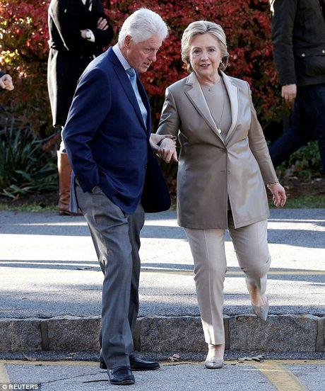 Ong Trum bi la o, ba Hillary duoc chao don khi di bau - Anh 3