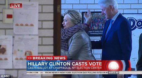 Ong Trum bi la o, ba Hillary duoc chao don khi di bau - Anh 5