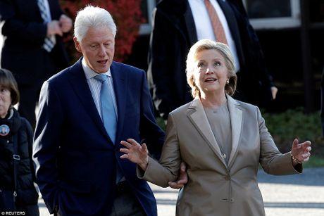Ong Trum bi la o, ba Hillary duoc chao don khi di bau - Anh 7