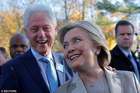 Ong Trum bi la o, ba Hillary duoc chao don khi di bau - Anh 8