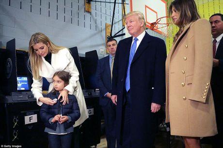 Ong Trum bi la o, ba Hillary duoc chao don khi di bau - Anh 9