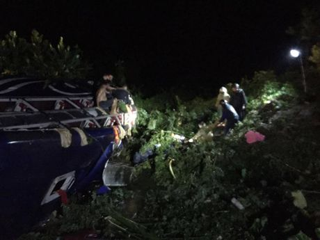 Danh tinh nan nhan vu lat xe khach kinh hoang o Quang Nam - Anh 2