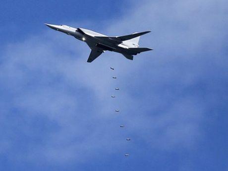 Chien dau co Nga, Syria doi bom don dap phien quan o Idlib - Anh 1
