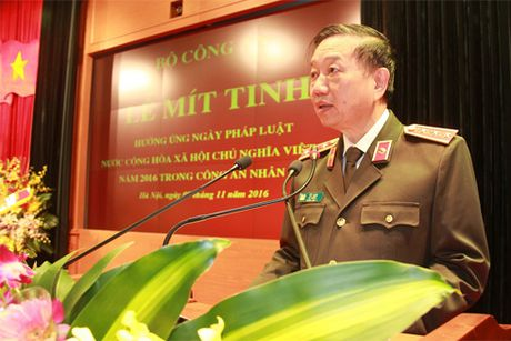 Luc luong Cong an nhan dan ton vinh Hien phap, phap luat voi nhung muc tieu cu the, thiet thuc (*) - Anh 1
