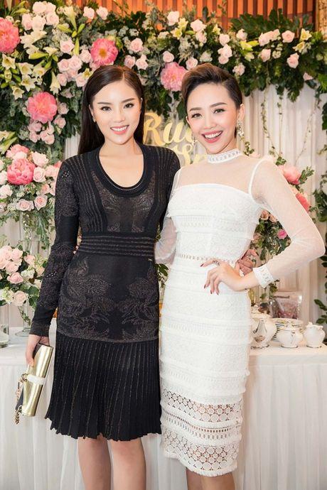 Trai xinh, gai dep cua showbiz Viet den chuc mung 'ba chu' Tram Nguyen - Anh 4