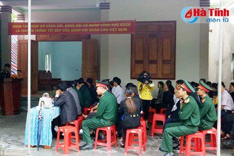 Ban giao nha nghia tinh dong doi cho quan nhan kho khan - Anh 1