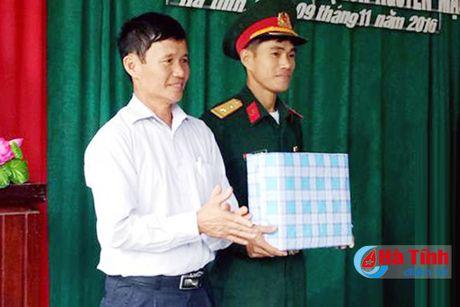Ban giao nha nghia tinh dong doi cho quan nhan kho khan - Anh 4