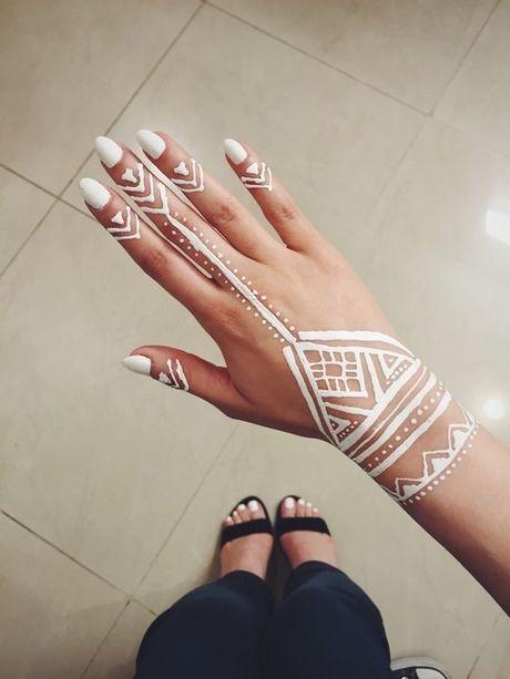 Kho cuong voi nhung hinh xam henna truyen thong - Anh 10