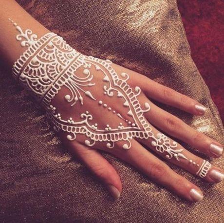 Kho cuong voi nhung hinh xam henna truyen thong - Anh 12