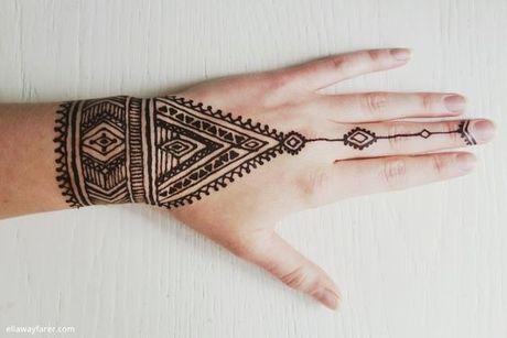 Kho cuong voi nhung hinh xam henna truyen thong - Anh 14