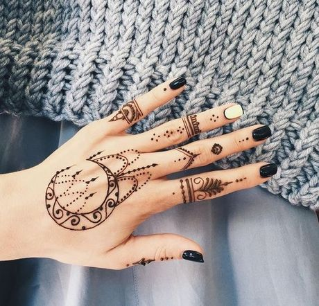 Kho cuong voi nhung hinh xam henna truyen thong - Anh 1