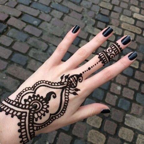 Kho cuong voi nhung hinh xam henna truyen thong - Anh 2