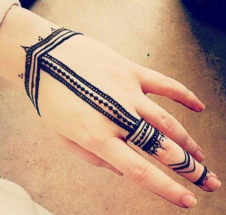 Kho cuong voi nhung hinh xam henna truyen thong - Anh 5