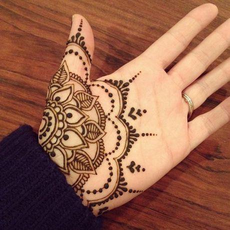 Kho cuong voi nhung hinh xam henna truyen thong - Anh 6