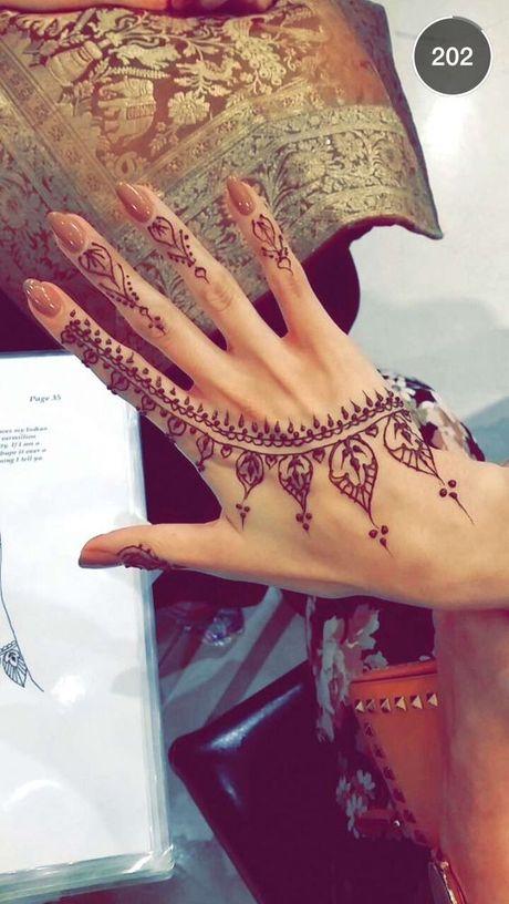Kho cuong voi nhung hinh xam henna truyen thong - Anh 7