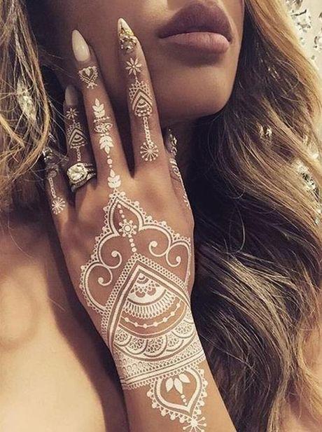 Kho cuong voi nhung hinh xam henna truyen thong - Anh 8
