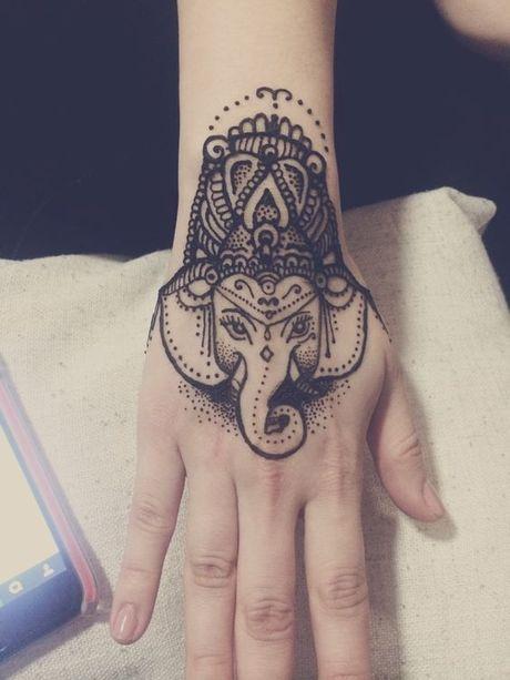 Kho cuong voi nhung hinh xam henna truyen thong - Anh 9