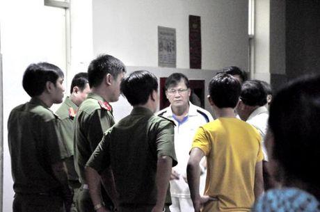 Be 2 tuoi tu vong, gia dinh vay benh vien Quang Ngai - Anh 2