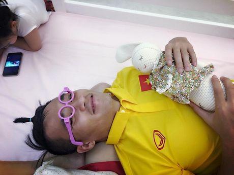 'Tan chay' chung kien khoanh khac Cong Vinh cung chieu Thuy Tien va Banh Gao - Anh 2